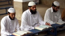 A Pakistani Muslim risks it all to come to Christ - Emotional Testimony