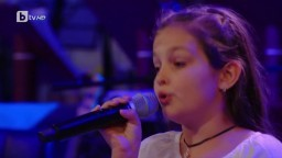 "10 yr girl shocks the judges by singing""Hallelujah"".......amazing talent!!!"